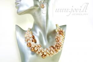 Massive pearls necklace