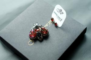 SCARLET RED MOUCHE
